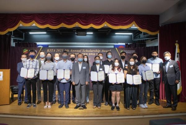 남가주한국기업협회, 장학금 $52,500 전달